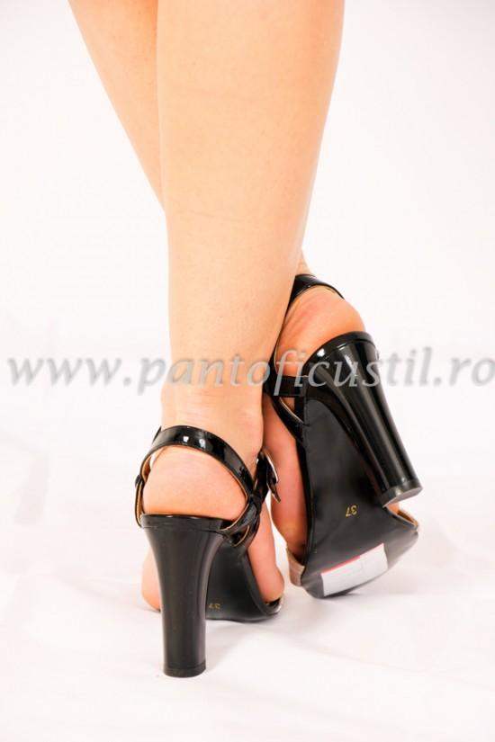 Sandale elegante din piele texturata bej cu toc gros