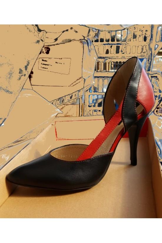 Pantofi decupati lateral din piele cu imprimeu multicolor