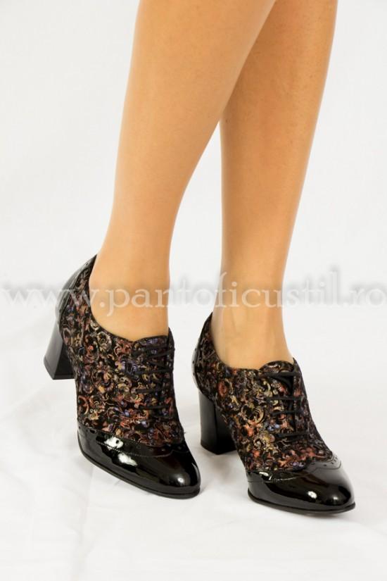 Pantofi dama cu siret si toc gros