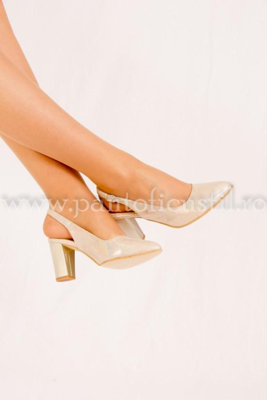 Pantofi decupati de ocazie