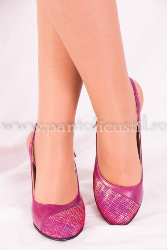Pantofi decupati din piele mov