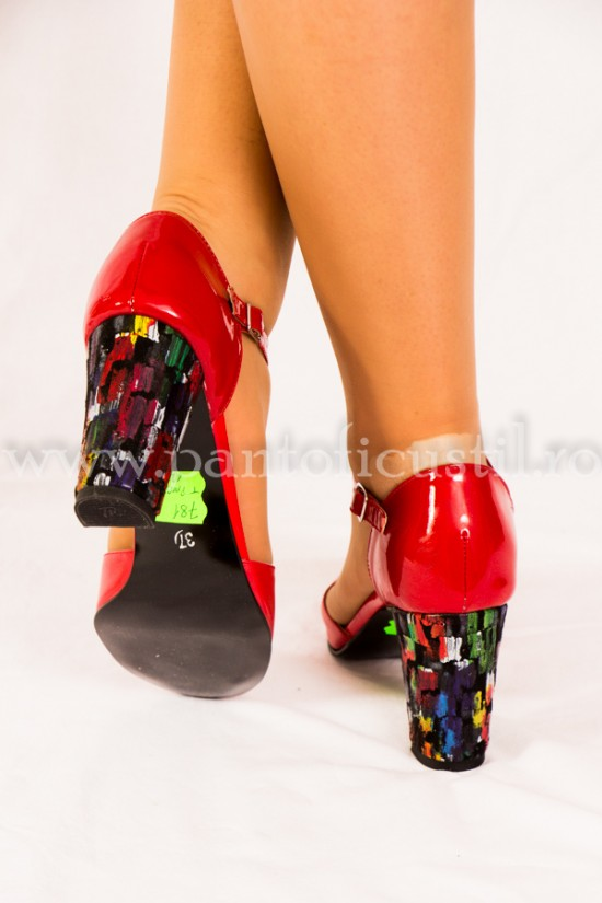 Pantofi decupati rosii cu toc multicolor