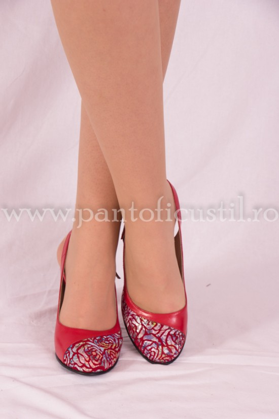 Pantofi decupati rosii