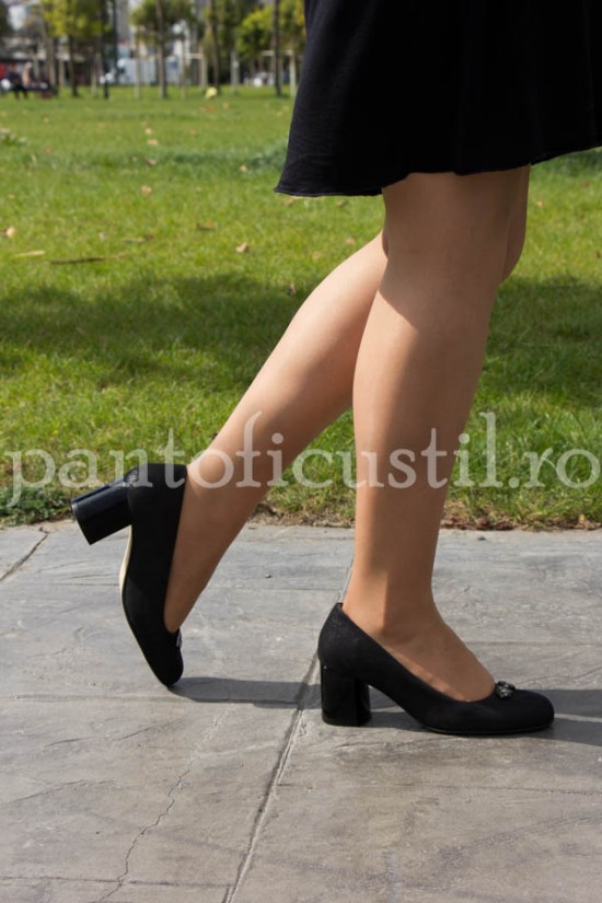 Pantofi negri din piele naturala cu toc patrat