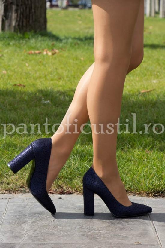 Pantofi stiletto cu toc gros din piele texturata bleumarin