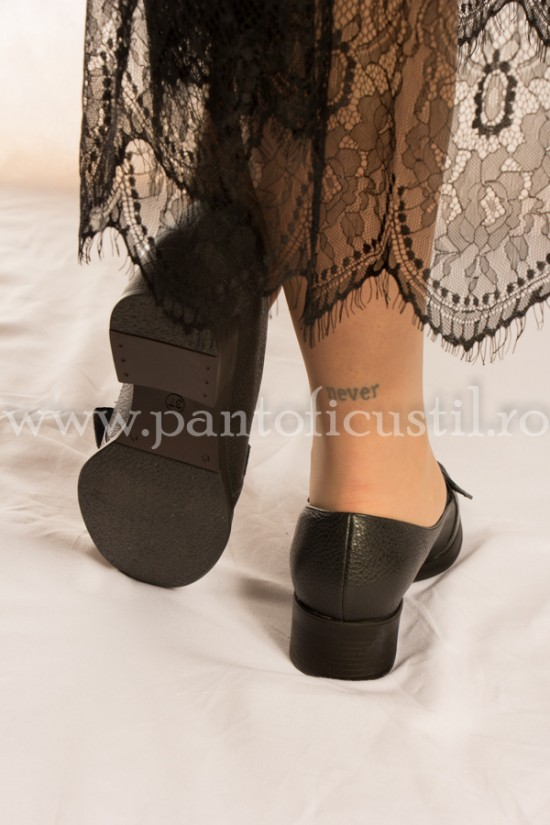 Pantofi din piele  naturala cu talpa joasa si fundita