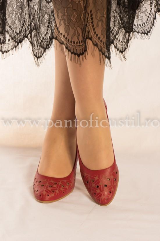 Pantofi eleganti rosii cu perforatii