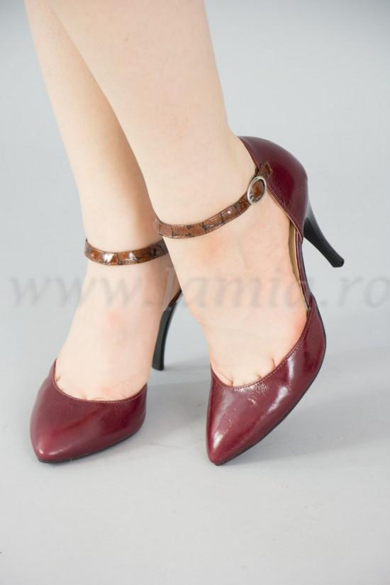Pantofi decupati din piele visinie cu toc stiletto