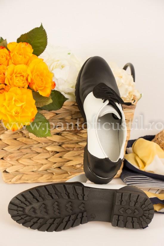 Pantofi Oxford de dama cu inimioare