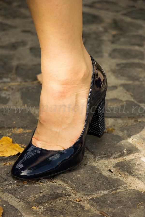 bine out x la preț mic cumpărături Pantofi Din Piele Lacuita Bleumarin Cu Toc Gros