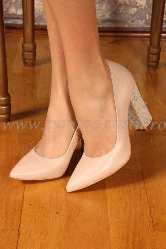Pantofi stiletto cu toc gros din piele naturala nude