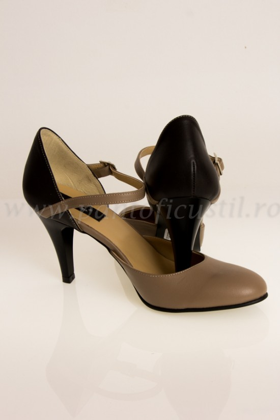 Pantofi decupati lateral din piele cu pret redus