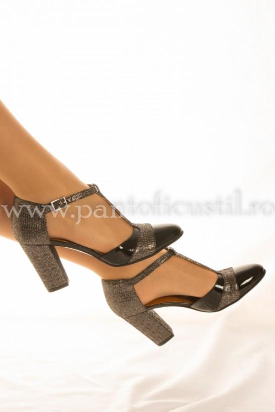 Pantofi decupati din piele cu toc gros