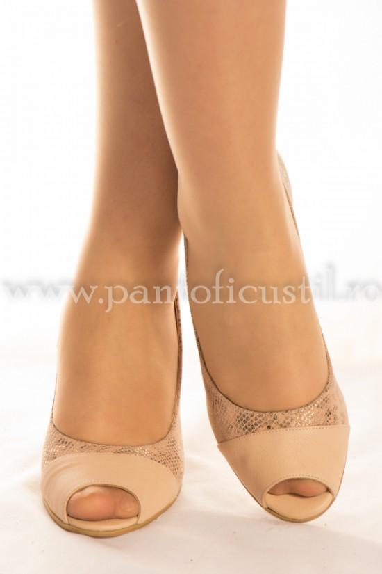 Pantofi decupati din piele nude