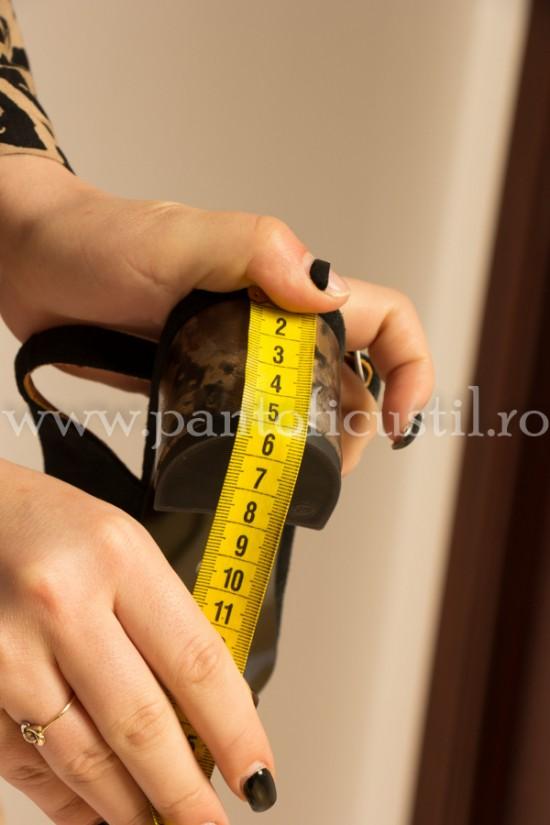 Sandale negre din piele intoarsa cu toc mic gros