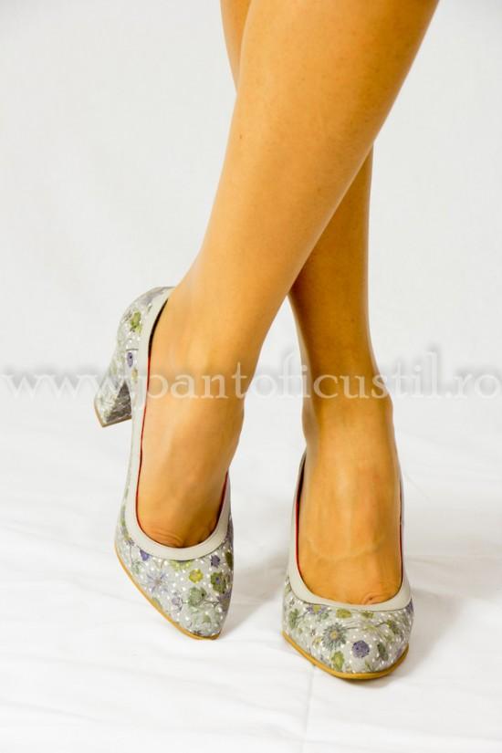 Pantofi  eleganti din piele gri-imprimeu floral cu toc gros