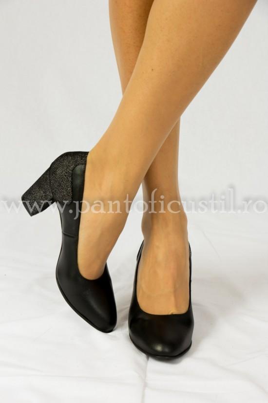 Pantofi negri din piele  cu toc de 7 cm