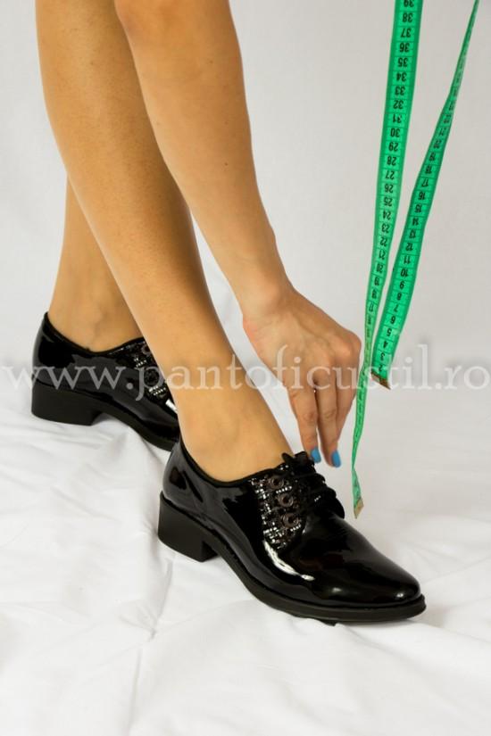 Pantofi negri piele lacuita