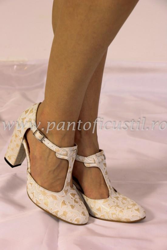 Pantof decupat de mireasa