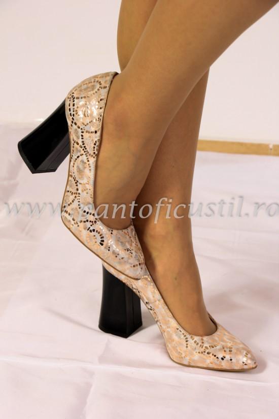 Pantofi aurii cu toc gros