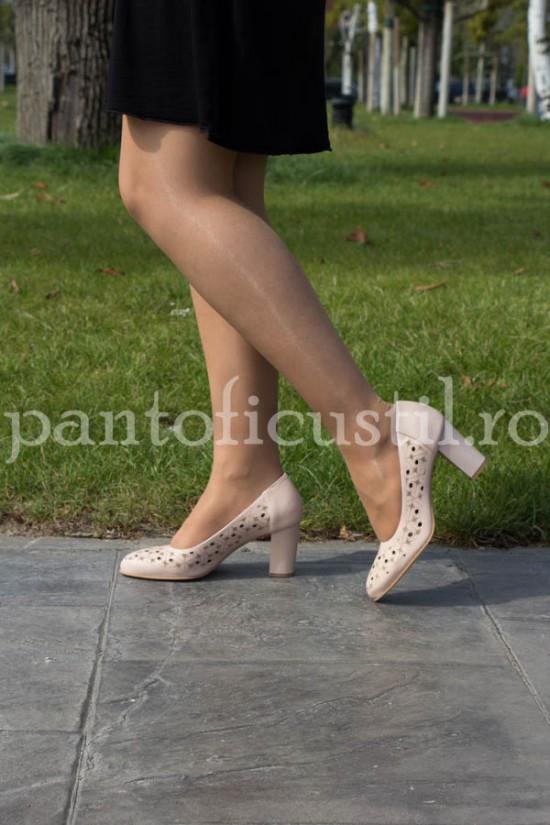 Pantofi dama bej din piele naturala perforati