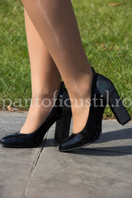 Pantofi negri din piele lacuita cu toc gros  detaliu glitter