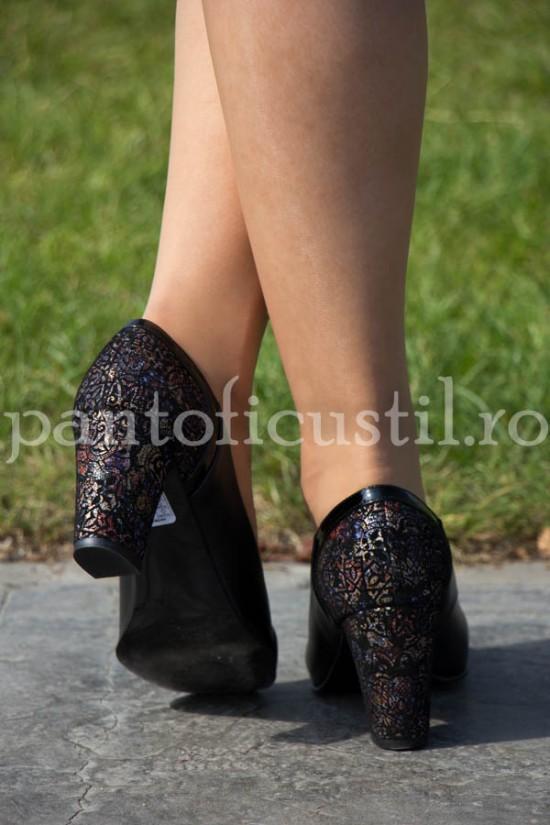 Pantofi negri din piele cu toc comod de 7 cm
