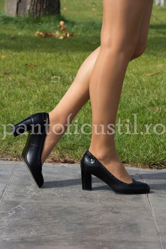 Pantofi dama negri din piele naturala cu toc mediu