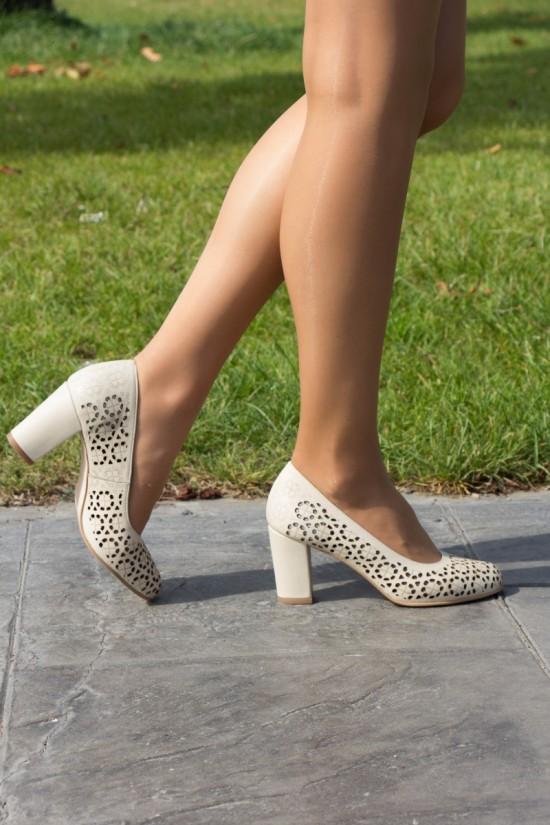 Pantofi perforati din piele bej cu toc