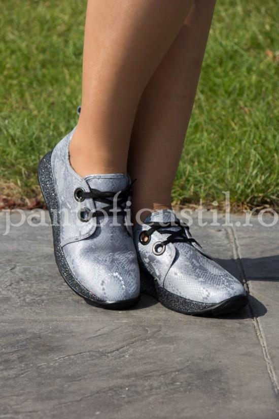 Pantofi dama sport din piele gri cu print