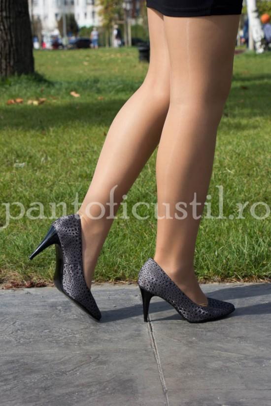 Pantofi stiletto din piele neagra cu print argintiu