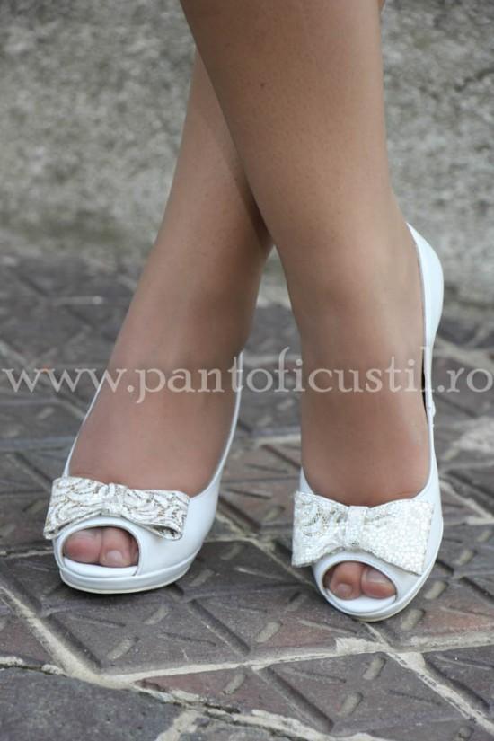 Pantofi de mireasa decupati in varf cu toc si platforma cu pret redus