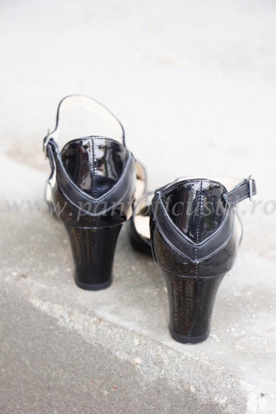 Sandale cu toc mic din piele lacuita neagra marimea 38 cu pret redus