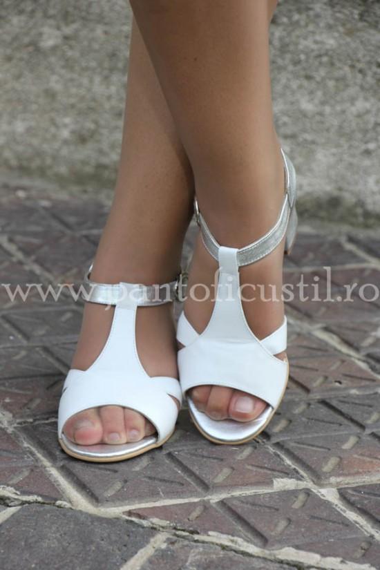 Sandale albe din piele  toc mic cu pret redus marimea 36