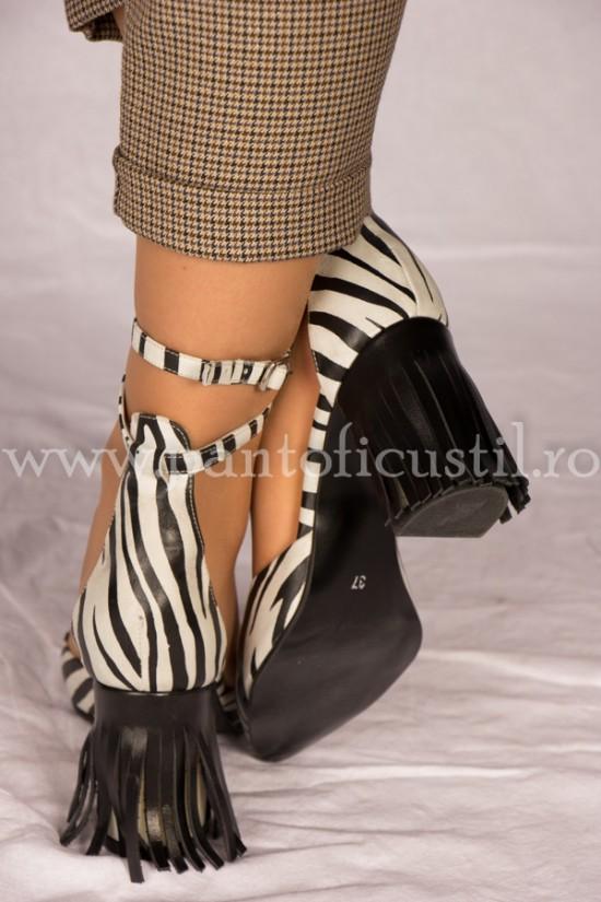 Sandale din piele imprimeu zebra cu toc gros cu franjuri
