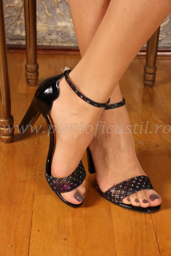 Sandale elegante din piele neagra lacuita cu piele neagra imprimata