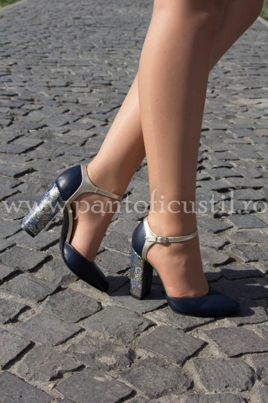 Pantofi decupati din piele bleumarin cu toc gros