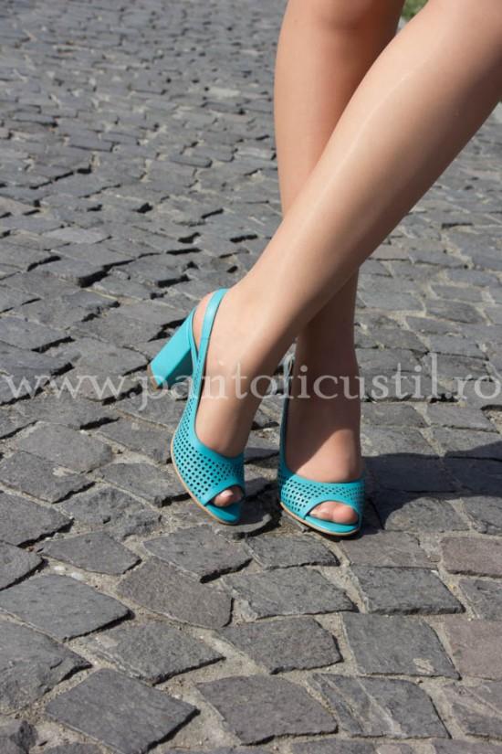 Sandale din piele turcoaz perforate