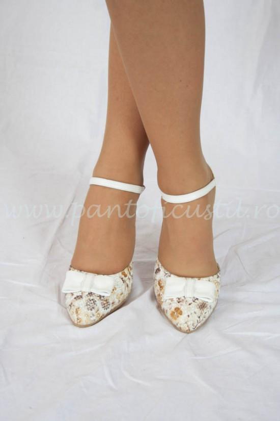 Pantofi decupati de mireasa