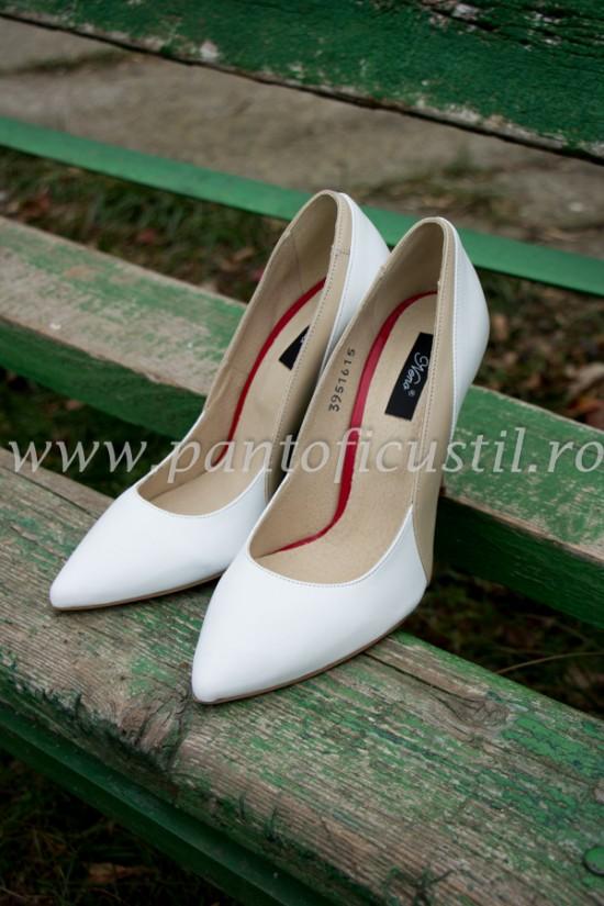 Pantofi stiletto albi din piele