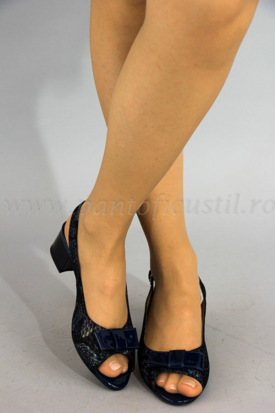 Sandale cu talpa joasa din piele bleumarine