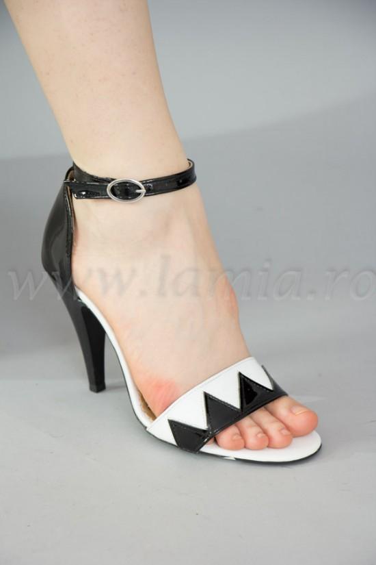 Sandale elegante din piele lacuita alb-negru