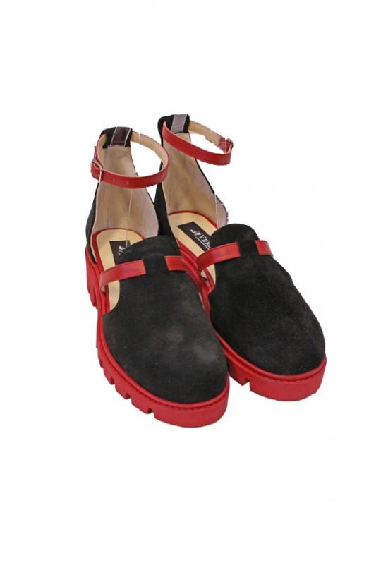 Sandale cu talpa groasa din piele intoarsa neagra